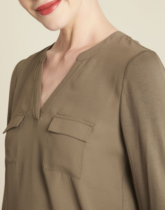 Khakifarbenes T-Shirt im Materialmix mit Tunika-Kragen Genna (3) - 1-2-3