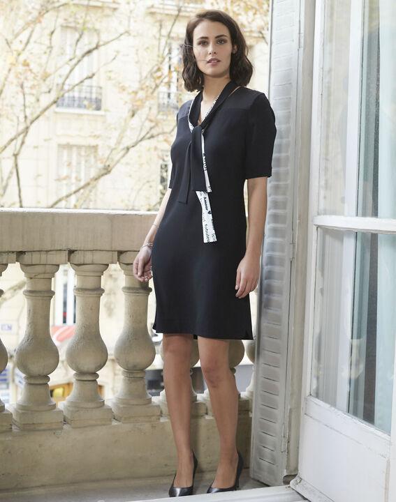 Schwarzes Kleid mit Schleife aus Kreppstoff Djamila (2) - 1-2-3