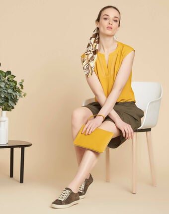 Bianca yellow t-shirt with rounded coated neckline buttercup.