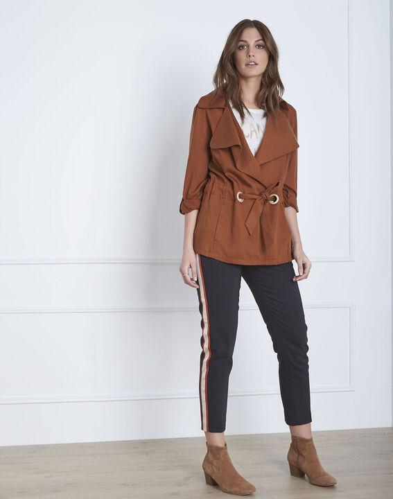 Fließende, mahagonifarbene Jacke mit Ösen-Details Felicita (2) - Maison 123