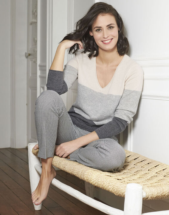 Band grey cashmere pullover with V-neck PhotoZ | 1-2-3