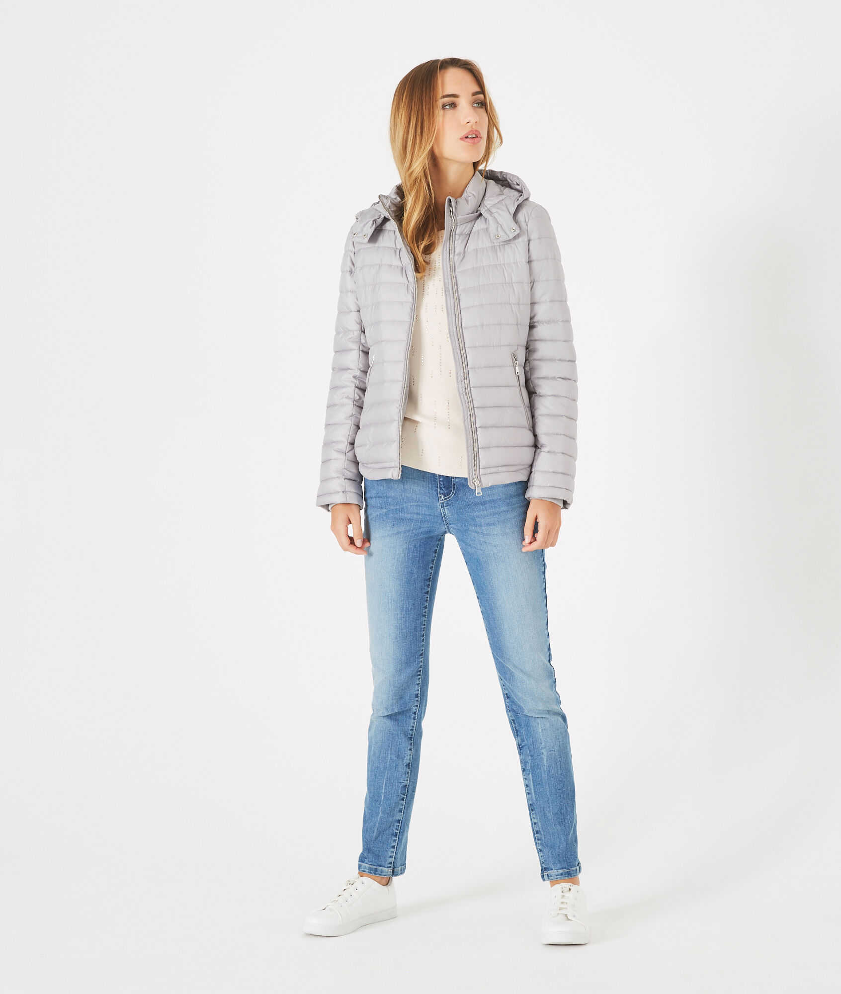 Louise short quilted jacket in silver with a rounded collar - 123
