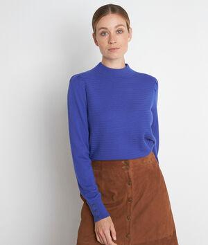 Blauwe getextureerde trui met hoge kraag en schouderplooien Trudy