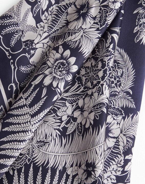 Carré de soie marine imprimé arabesque et fleur Alak PhotoZ | 1-2-3
