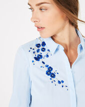 Dave shirt with embroidered flowers sky blue.