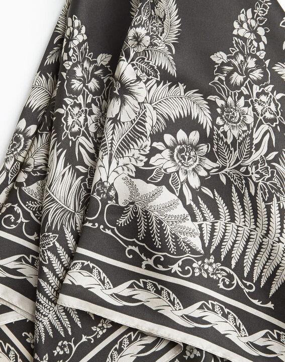 Carré de soie kaki imprimé arabesque et fleur Alak PhotoZ | 1-2-3