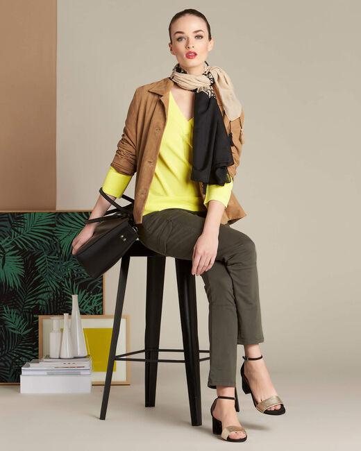 Gelber Pullover mit V-Ausschnitt und Zierstichen Nymphette (1) - 1-2-3