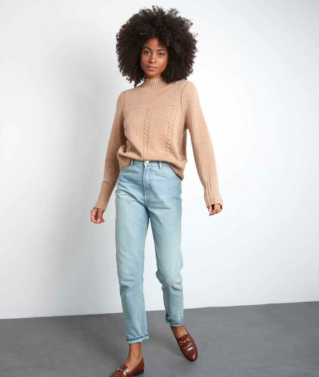 Beige trui van gerecycled wol met hoge kraag en vlechtwerk PhotoZ | 1-2-3