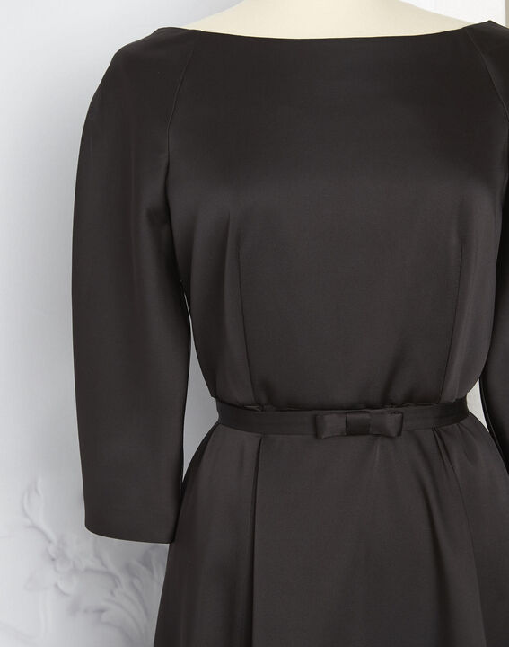 Robe noire satin col bateau Nicole - EXCLU WEB (4) - 1-2-3