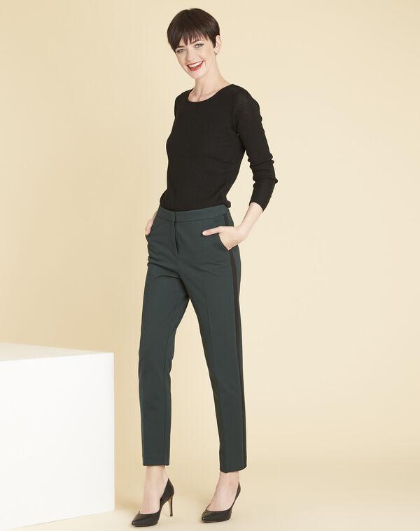 Zwarte trui van dun tricot met knopen aan de mouwen Bassus (2) - 37653