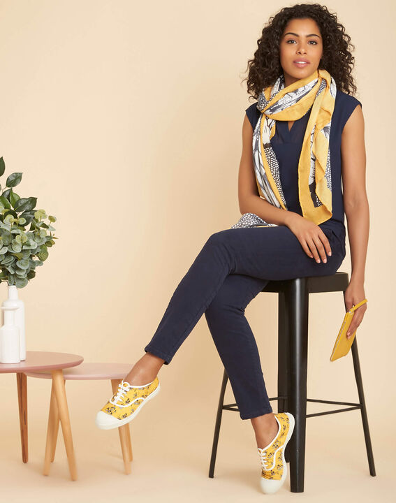 Ananas printed scarf in yellow and black (2) - 1-2-3