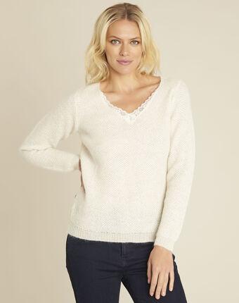 Ecru trui met kanten halslijn van gemengd mohair bisou creme.