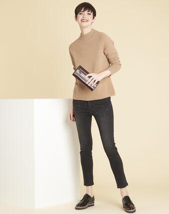 Beige trui van dun tricot met opstaande kraag belize bouton d`or.