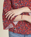 Blouse rouge imprimé fleuri laçage encolure Constance PhotoZ | 1-2-3