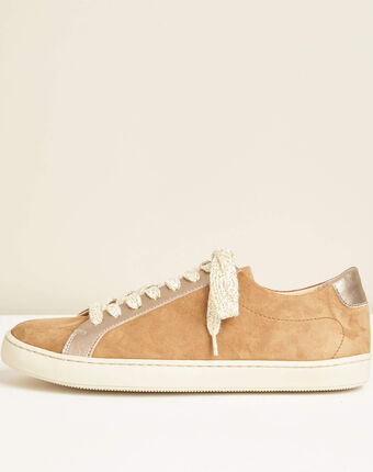 Camelfarbene sneakers im materialmix kamille camel.