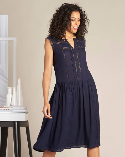 Fließendes marineblaues Kleid mit Ajour-Details Playa (2) - 1-2-3