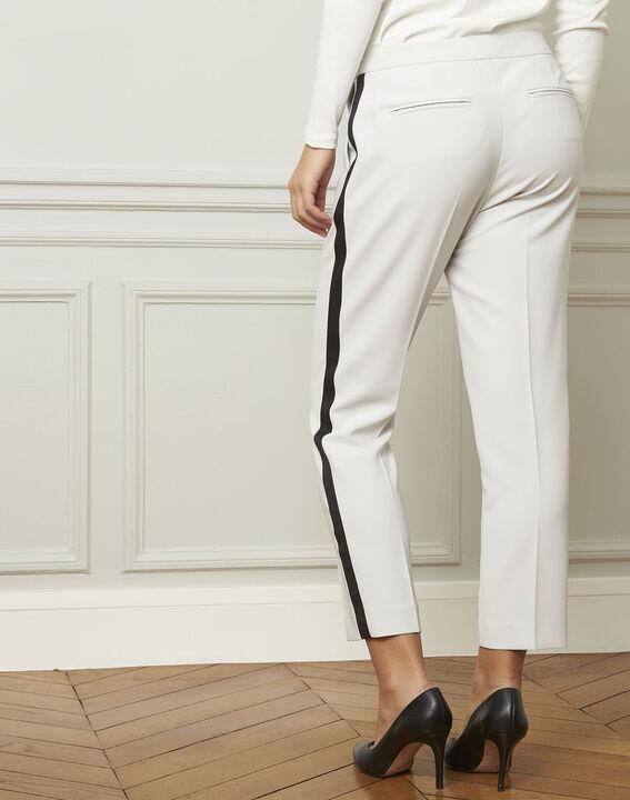 Pantalon gris pâle bande noire microfibre Suzanne PhotoZ | 1-2-3