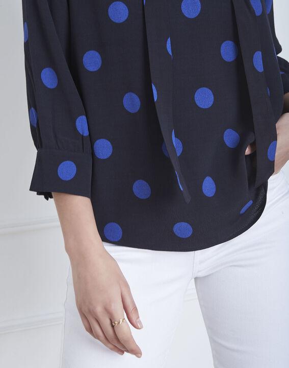 Marineblaue, gepunktete Bluse mit Ösen-Ausschnitt Versailles (3) - Maison 123