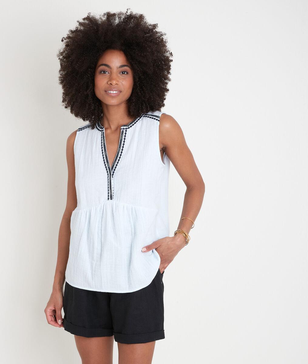 Lichtblauwe geborduurde blouse zonder mouwen Alia PhotoZ | 1-2-3