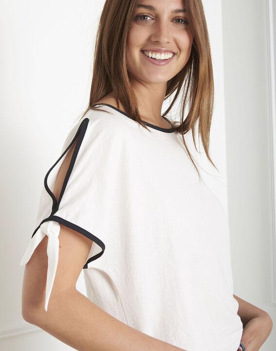 Ecrufarbenes T-Shirt mit kontrastierendem Schrägband Promesse (1) - Maison 123