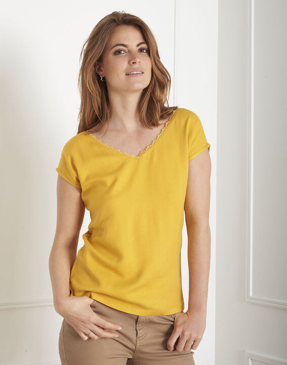 Tee-shirt jaune encolure dentelle Passion (2) - Maison 123