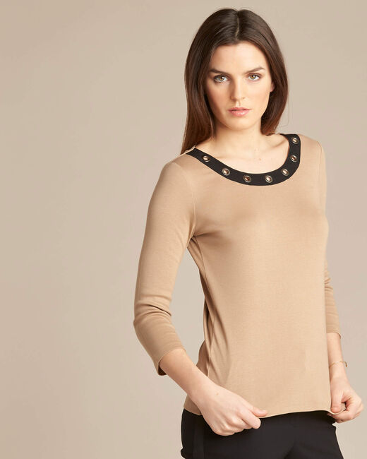 Basic camel T-shirt with rounded neckline and eyelets (2) - 1-2-3
