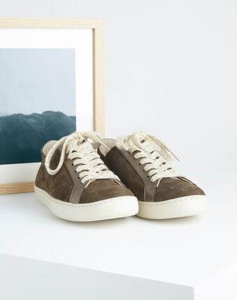 Khakifarbene sneakers im materialmix kamille kaki.
