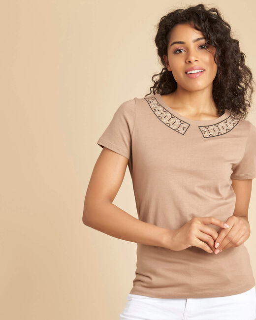 Ethnique camel T-shirt with decorative neckline (2) - 1-2-3