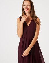 Giselle dark red pleated dress dark red.