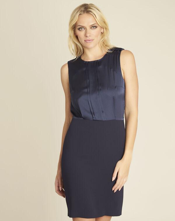 Marineblauwe jurk uit twee materialen met sieraad aan de schouders Djen (1) - 37653