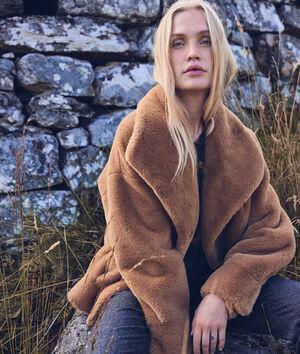 Manteau court en fausse fourrure camel Lauren