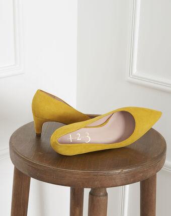 Gele pumps van geitenvelours lili ocre.