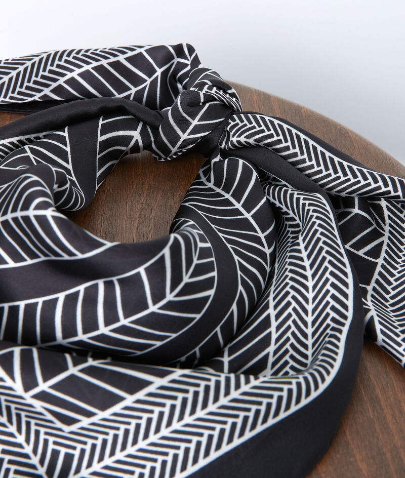 Foulard carré en soie imprimé noir et blanc Pandora  PhotoZ | 1-2-3