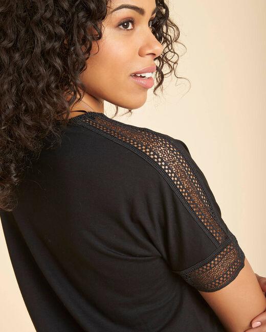Tee-shirt noire col V à guipure Estelle (2) - 1-2-3