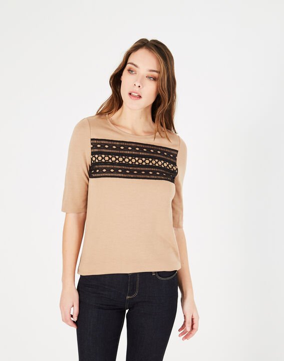 Camelfarbenes T-Shirt mit Spitzeneinsätzen und Ösen Baie (2) - 1-2-3