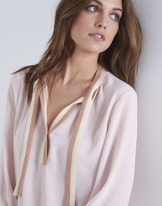 Blassrosa Bluse mit kontrastfarbenen Details Vicky (3) - Maison 123