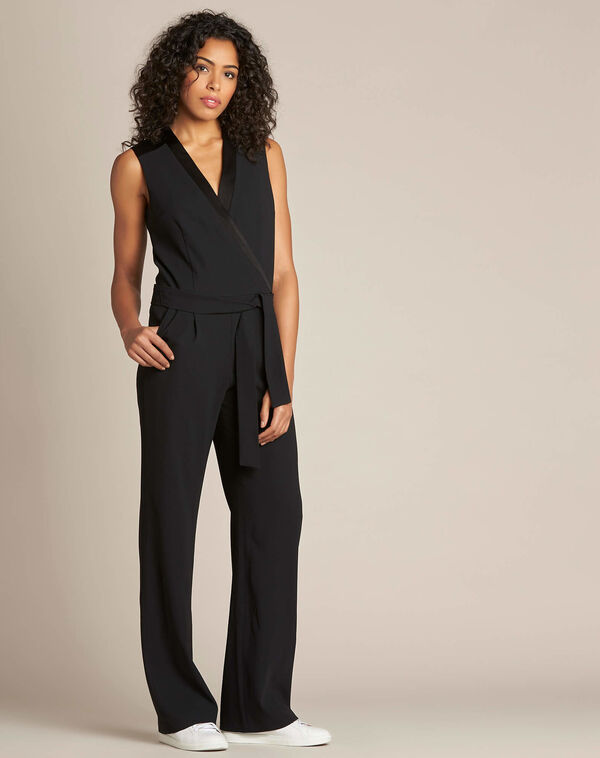 Zwarte jumpsuit in smokingstijl Gloria (2) - 37653