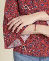 Blouse rouge imprimé fleuri laçage encolure Constance (3) - 1-2-3