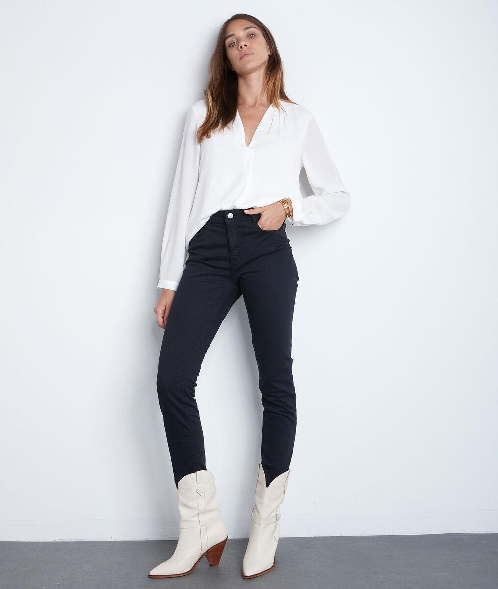 De iconische marineblauwe slim-fit jeans van biologisch katoensatijn Sultan PhotoZ | 1-2-3