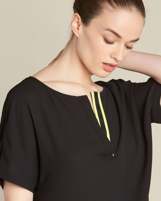 Garry black blouse with contrasting neckline (1) - 1-2-3