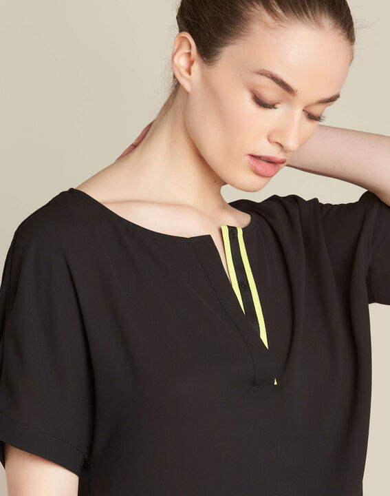 Garry black blouse with contrasting neckline PhotoZ | 1-2-3