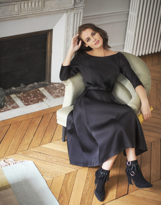 Robe noire satin col bateau Nicole - EXCLU WEB PhotoZ | 1-2-3