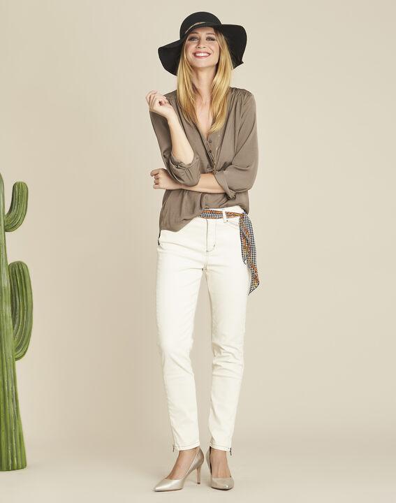 Khakifarbene Bluse mit Tunika-Kragen und Perlen am Ausschnitt Cassy (2) - 1-2-3