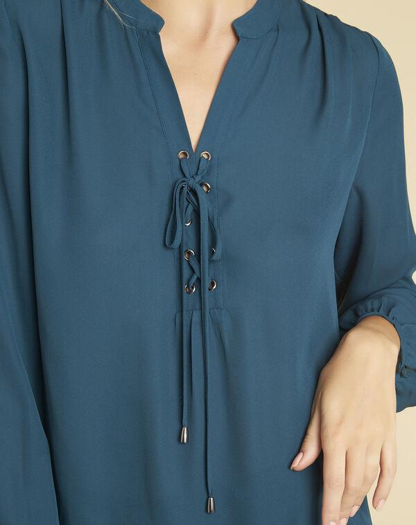 Smaragdgroene blouse rijgwerk en vetergaten aan de halsopening Cheryl (2) - 37653