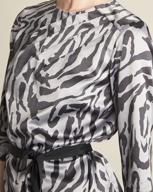 Anthrazitfarbene Bluse mit Zebra-Druckmuster Camomille (2) - 1-2-3