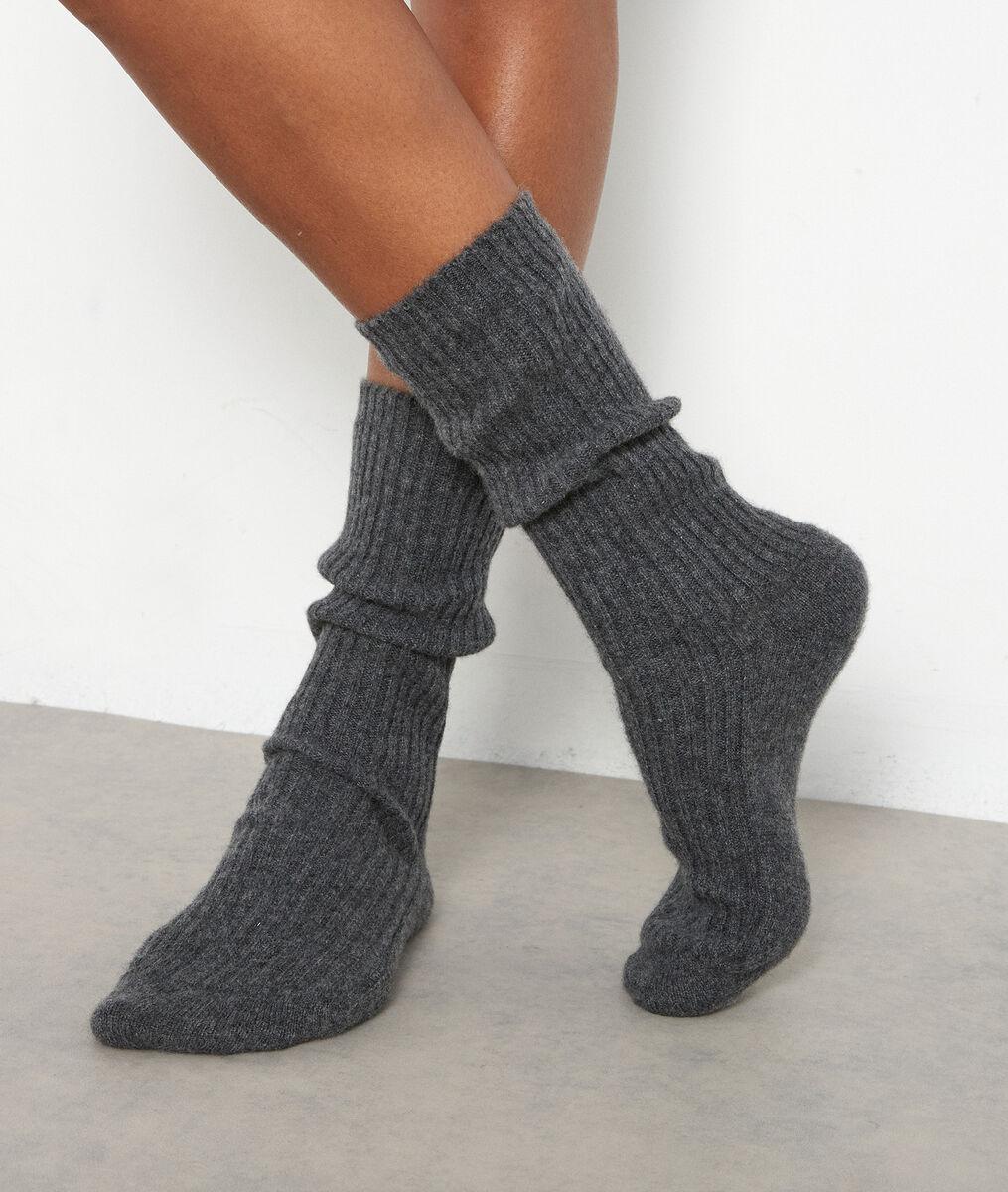 Chaussettes en cachemire côtelé gris anthracite Thevan PhotoZ | 1-2-3