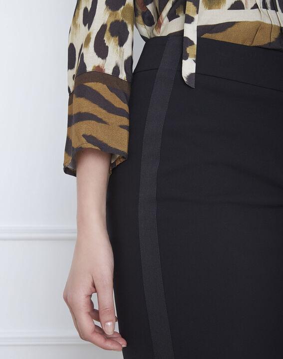 Gerade geschnittener, schwarzer Rock mit seitlichen Mikrofaser-Streifen Fancy (3) - Maison 123