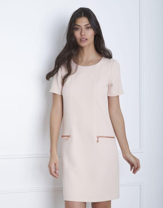 Gerade geschnittenes, puderfarbenes Kleid mit Reißverschlusstaschen Legende (1) - Maison 123