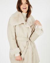 Manteau ficelle mi-long en peau lainée lina ficelle.