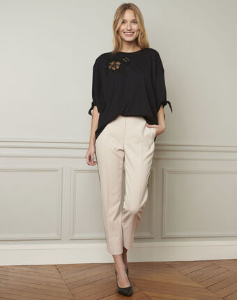 Suzanne cream trousers with a black microfibre band wheat.